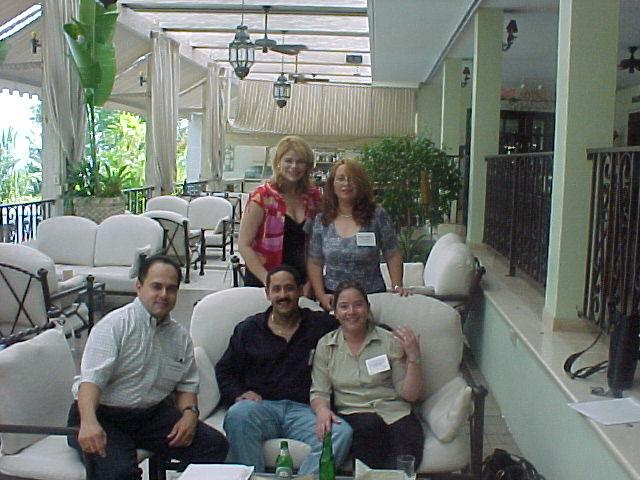 Migdeli, Nilda, Jose, Patricio y Maria.  Foto cortesia de Paxie.