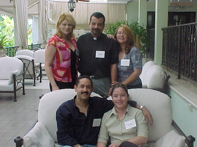 Paxie, Migdeli, Nilda, Patricio y Maria.  Foto cortesia de Paxie.
