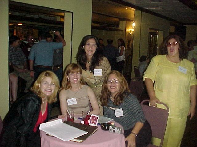 Migde, Jackie Randler, Myra, Nilda y Mayra.  Foto cortesia de Paxie.