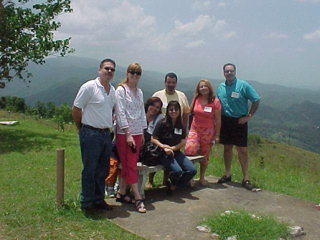 Papi, Jackie Randler, Paxie, Nilda, Paco, Maribel y Annette en CROEM.  Foto cortesia de Paxie.